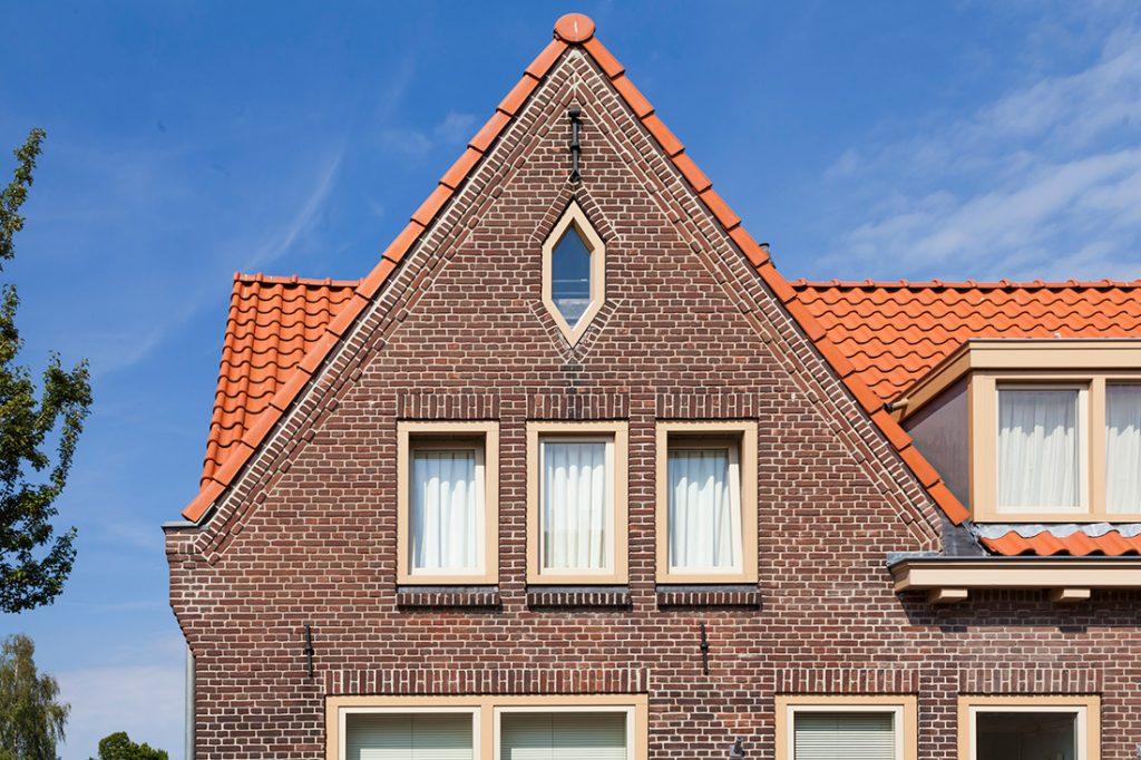 gerenoveerd dak van een woning in de tuinstadwijk