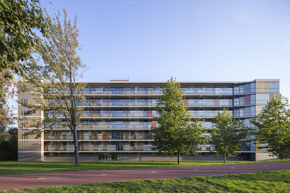 Foto van de nieuwe situatie van de schuilenburg flat in amersfoort met een beeld van de hele flat