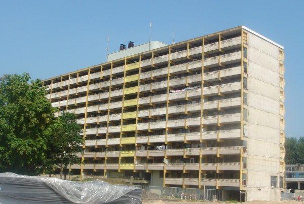 aanzicht van de bestaande situatie van de flat de echtenstein in amsterdam voor de renovatie