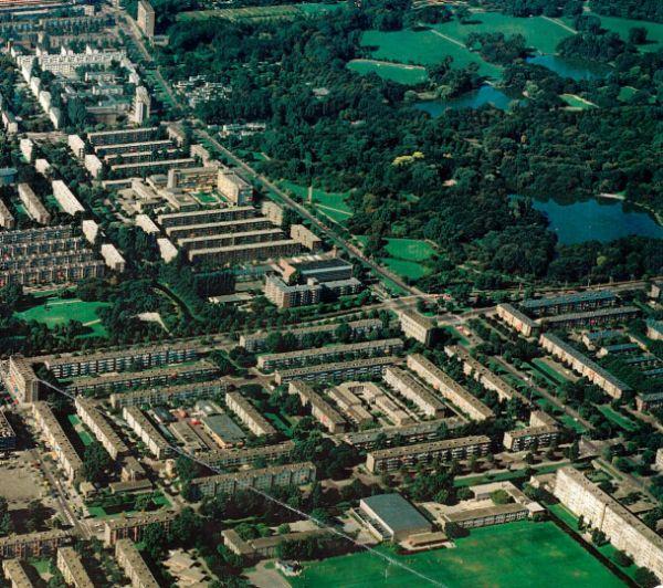 luchtfoto van de stedenbouwkundige omgeving van de enschedelaan voor de renoavtie