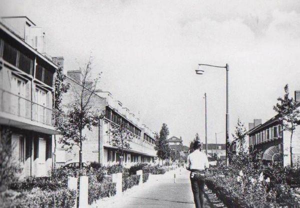 Oud aanzicht in 1959 van de huizenblokken in de Sagenbuurt in Rotterdam voor de renovatie