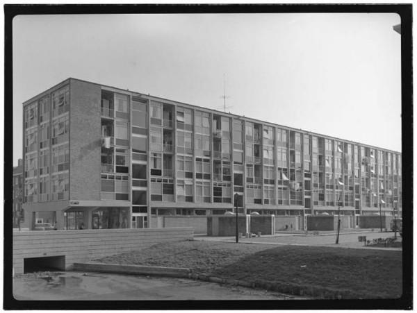 oude archieffoto van een van de verfdozen gebouwen die staan in amsterdam