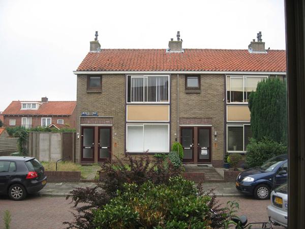 vooraanzicht van huizen aan de jan van galenstraat in de bestaande situatie voor de renovatie