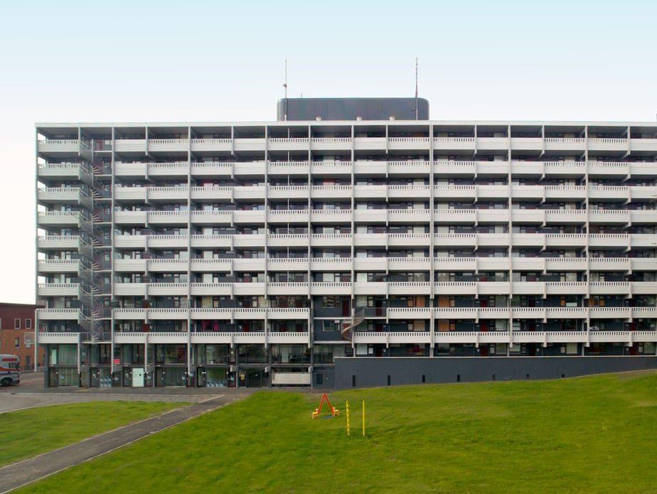 vooraanzicht van de gerenoveerde flat echtenstein in amsterdam