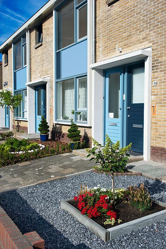aanzicht van de deurpost van de gerenoveerde woningen aan de jan van galenstraat in hilversum