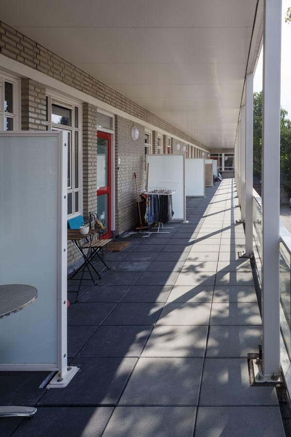 foto van de gerenoveerde balkons van het gebouw de rechercheur in hilversum